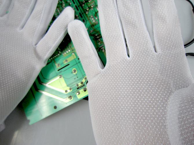 适用范围:防静电手套(esd gloves)可一次性用于微电子工厂,智能电路